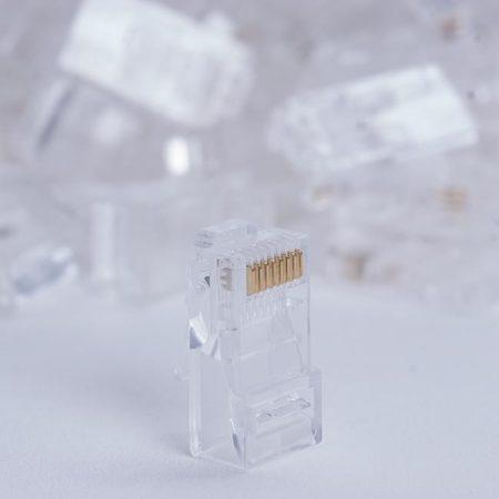 DigitalBox RJ45 UTP Cat5e csatlakozó dugó tömör kábelhez, 100db (STLP8P8CUC5E-SL)